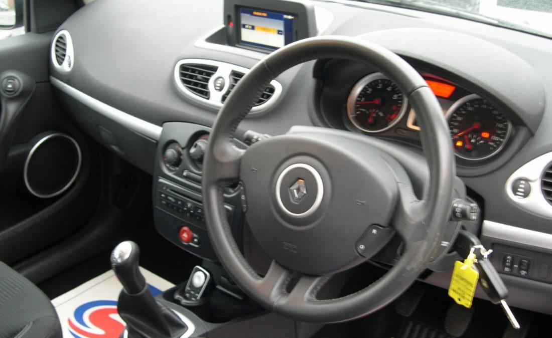 Clio Dynamique 2010 018
